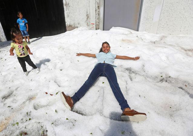 Guadalajara queda cubierta de hasta 1,5 metros de hielo
