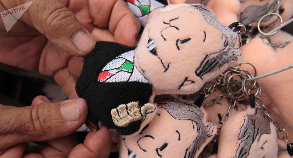 Sólo los vendedores ambulantes que ofrecían productos relacionados con el partido MORENA o el presidente Andrés Manuel López Obrador pudieron trabajar en el Zócalo capitalino