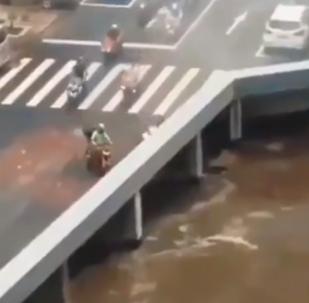¿Portal a otro mundo? Miles de vehículos 'desaparecen' en una carretera china