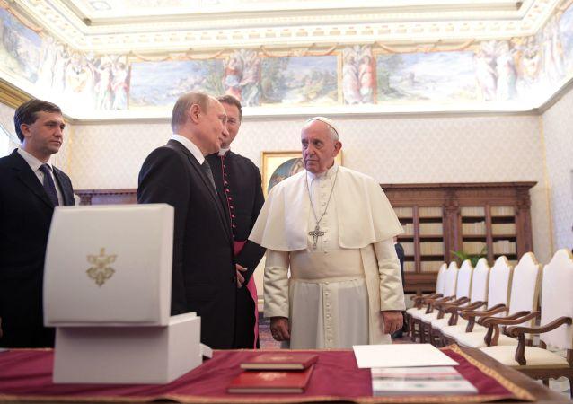 El presidente ruso, Vladímir Putin, y el papa Francisco
