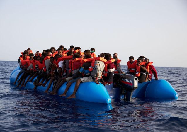 El barco de la ONG alemana Sea-Eye con 65 migrantes a bordo frente a las costas de Libia