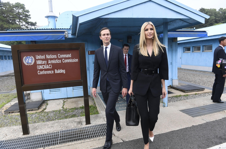 Ivanka Trump y su esposo Jared Kushner en la zona demilitarizada en la península de Corea