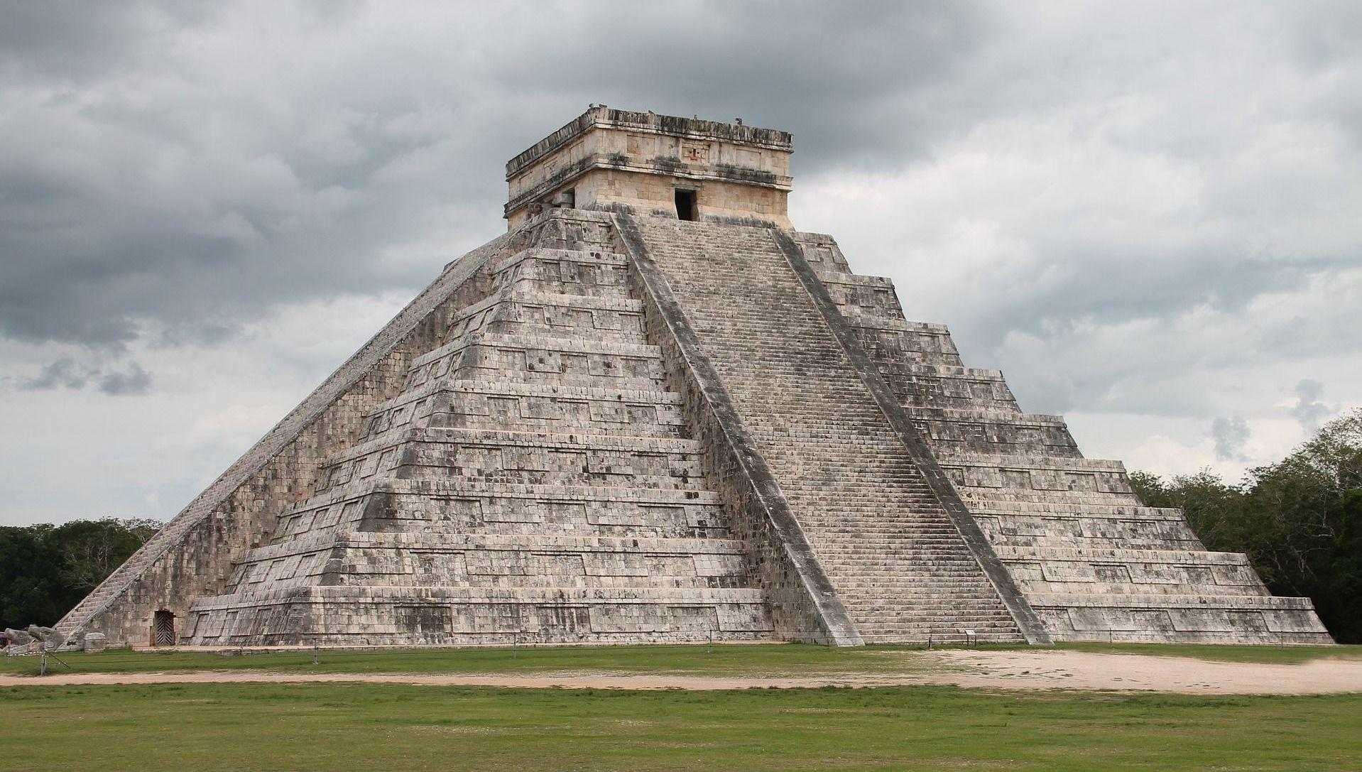 El templo de Kukulkán en Chichén Itzá, México