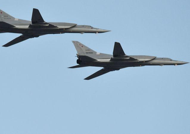 Los bombarderos rusos Tu-22M3 durante el desfile aéreo en Minsk, Bielorrusia