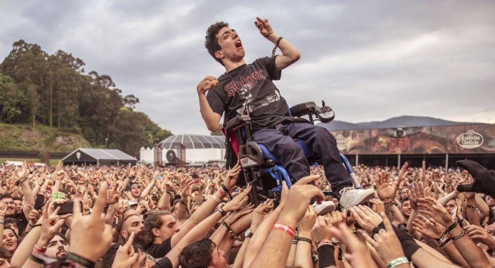 Joven en silla de ruedas en Resurrection Fest se hace viral