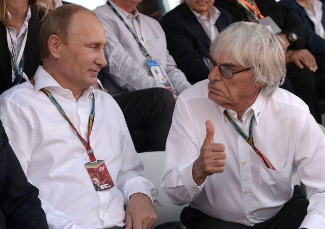 El presidente ruso, Vladímir Putin, y el expresidente de Fórmula 1, Bernie Ecclestone, durante el Grand Prix de Sochi en 2014.