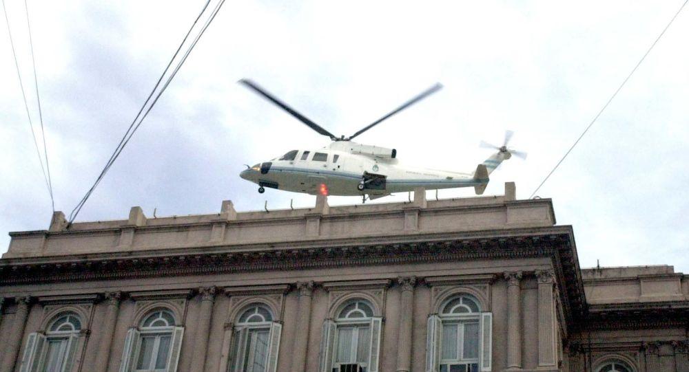 Fernando De la Rúa deja la Casa Rosada en un helicóptero