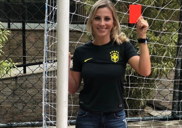 Fernanda Colombo, árbitra brasileña,