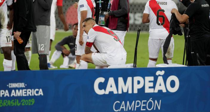 Paolo Guerrero y otros futbolistas peruanos luego de obtener el segundo puesto en la Copa América