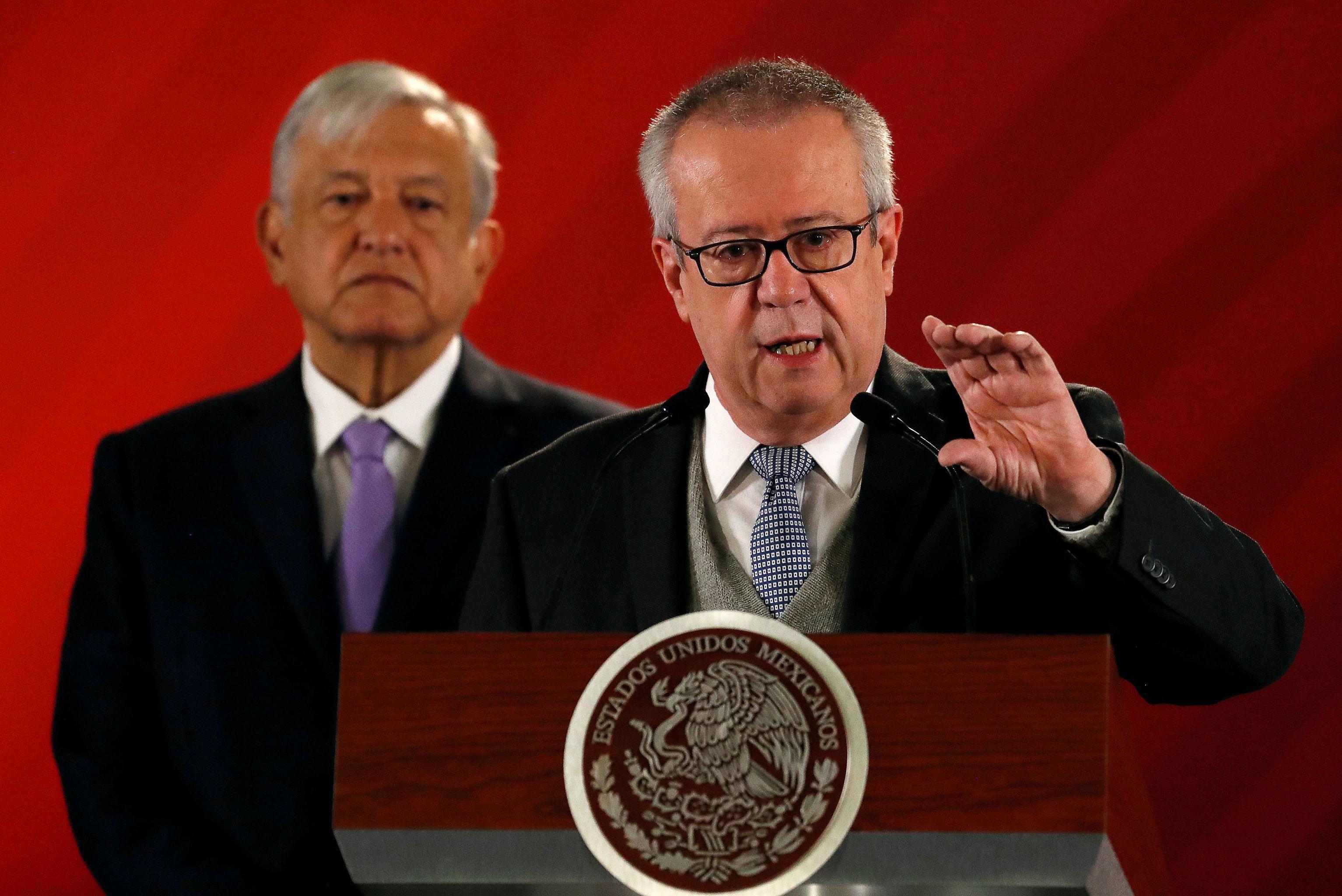Exsecretario federal de Hacienda y Crédito Público, Carlos Urzúa, y el presidente de México, Andrés Manuel López Obrador