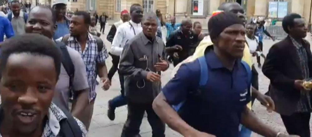 Los 'chalecos negros' asaltan el Panteón de París