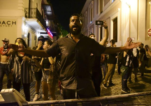 Manifestantes exigen la dimisión del gobernador de Puerto Rico, Ricardo Rosselló