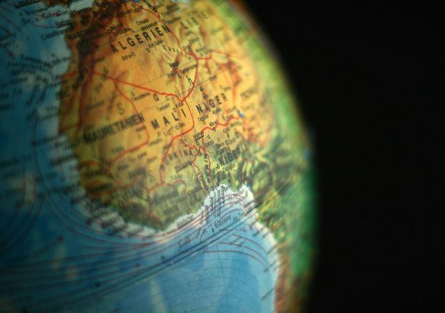 El continente africano en un globo terráqueo
