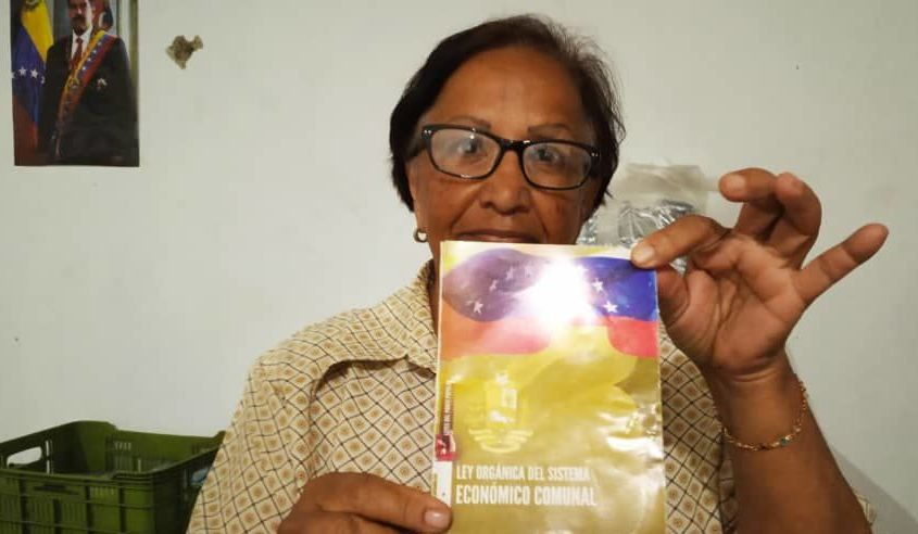 Luisa Gragirena, comunera que trabaja en el Sistema de Iniciativa Económica Socialista Comunal de Caracas, Venezuela