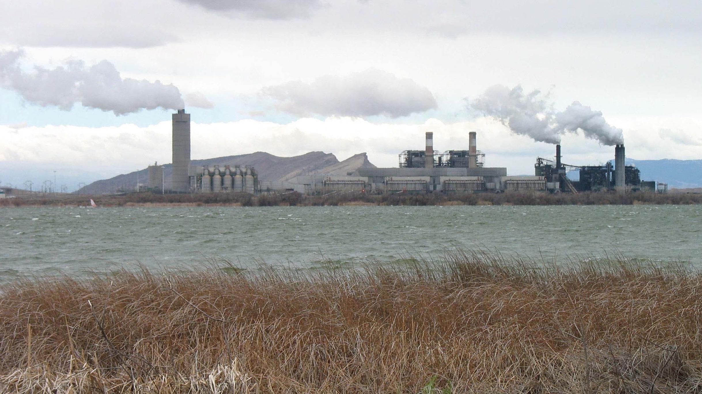 Según los cálculos de los especialistas, el uso de combustibles fósiles utilizados por EEUU, China y la India son los principales emitentes de dióxido de carbono a la atmósfera global. En la foto: planta de carbono The Four Corners, en Nuevo México (EEUU).
