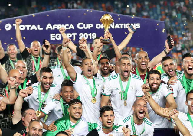 Selección de Argelia celebra la victoria en la Copa Africana de Naciones de 2019, en el Cairo (Egipto), el 19 de julio de 2019