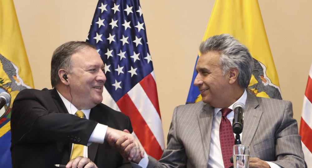 El secretario de Estado de EEUU, Mike Pompe, junto al presidente de Ecuador, Lenín Moreno