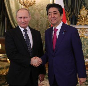 Vladímir Putin, presidente de Rusia, y Shinzo Abe, primer ministro de Japón (archivo)