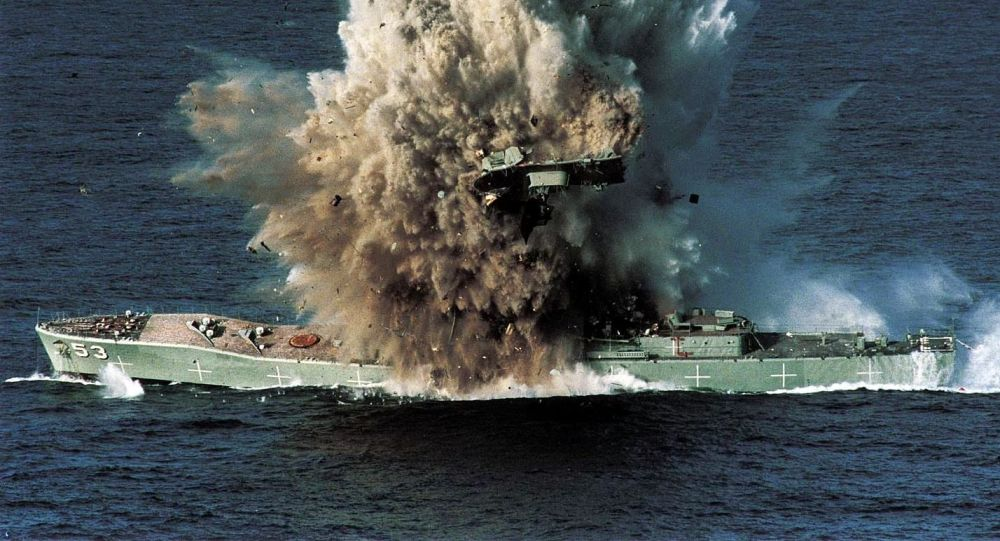 El buque militar Torrens destruido por un torpedo Mark 48