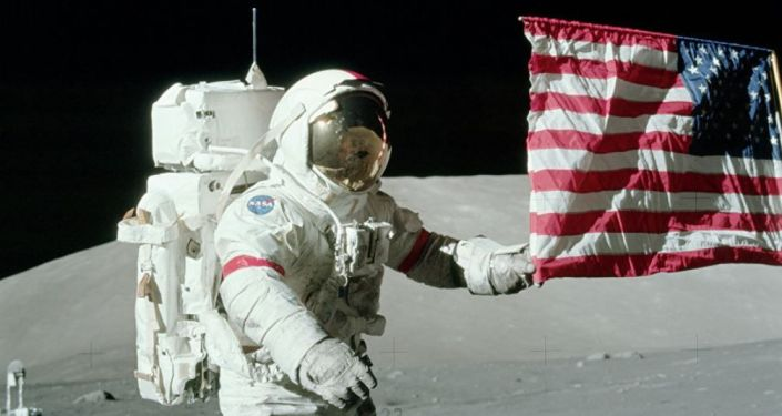 Bandera de EEUU en la Luna puesta durante la misión Apolo 17 (archivo)