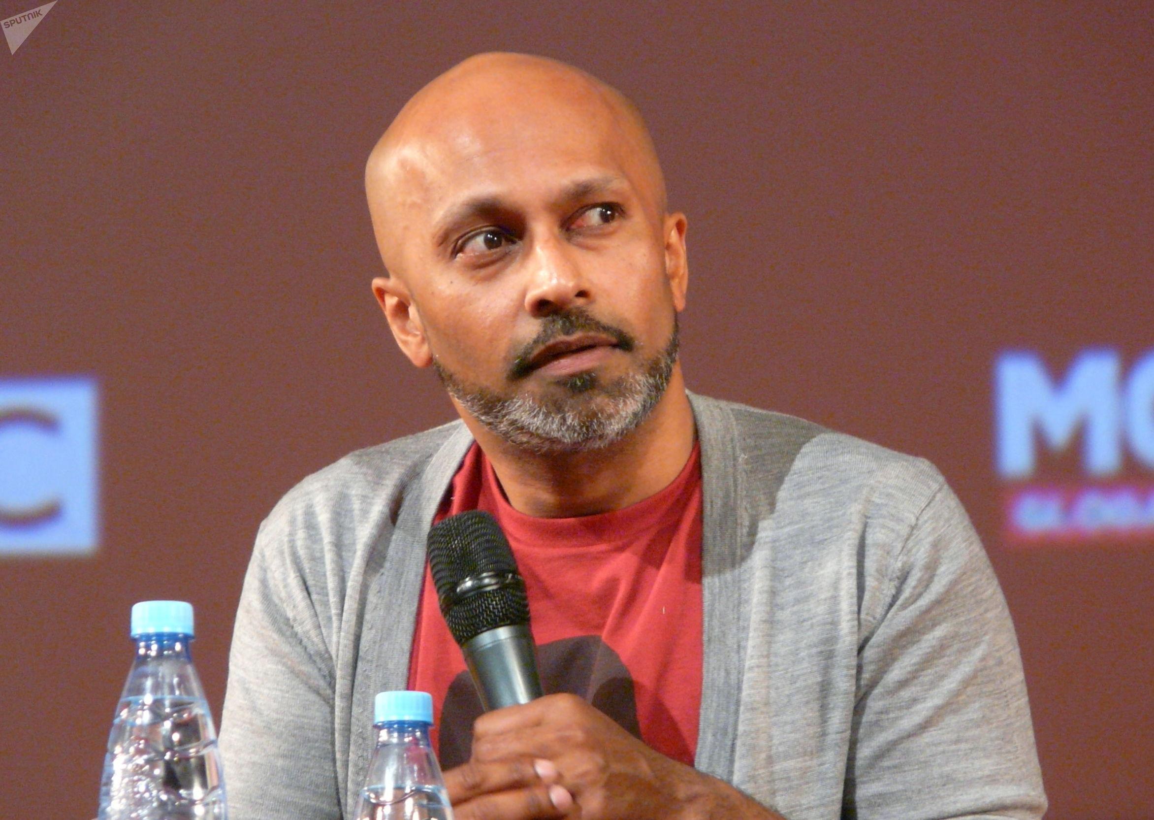 El coreógrafo y bailador Akram Khan en la reunión con el público en Moscú