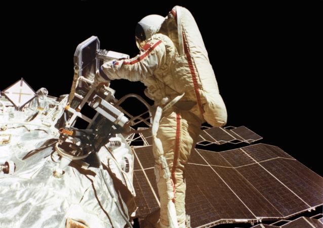 Svetlana Savítskaya, la primera mujer en el planeta en realizar una caminata espacial