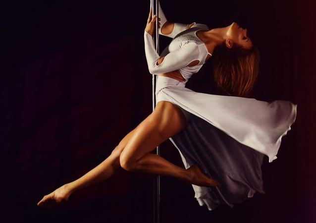 Baile de barra, imagen referencial