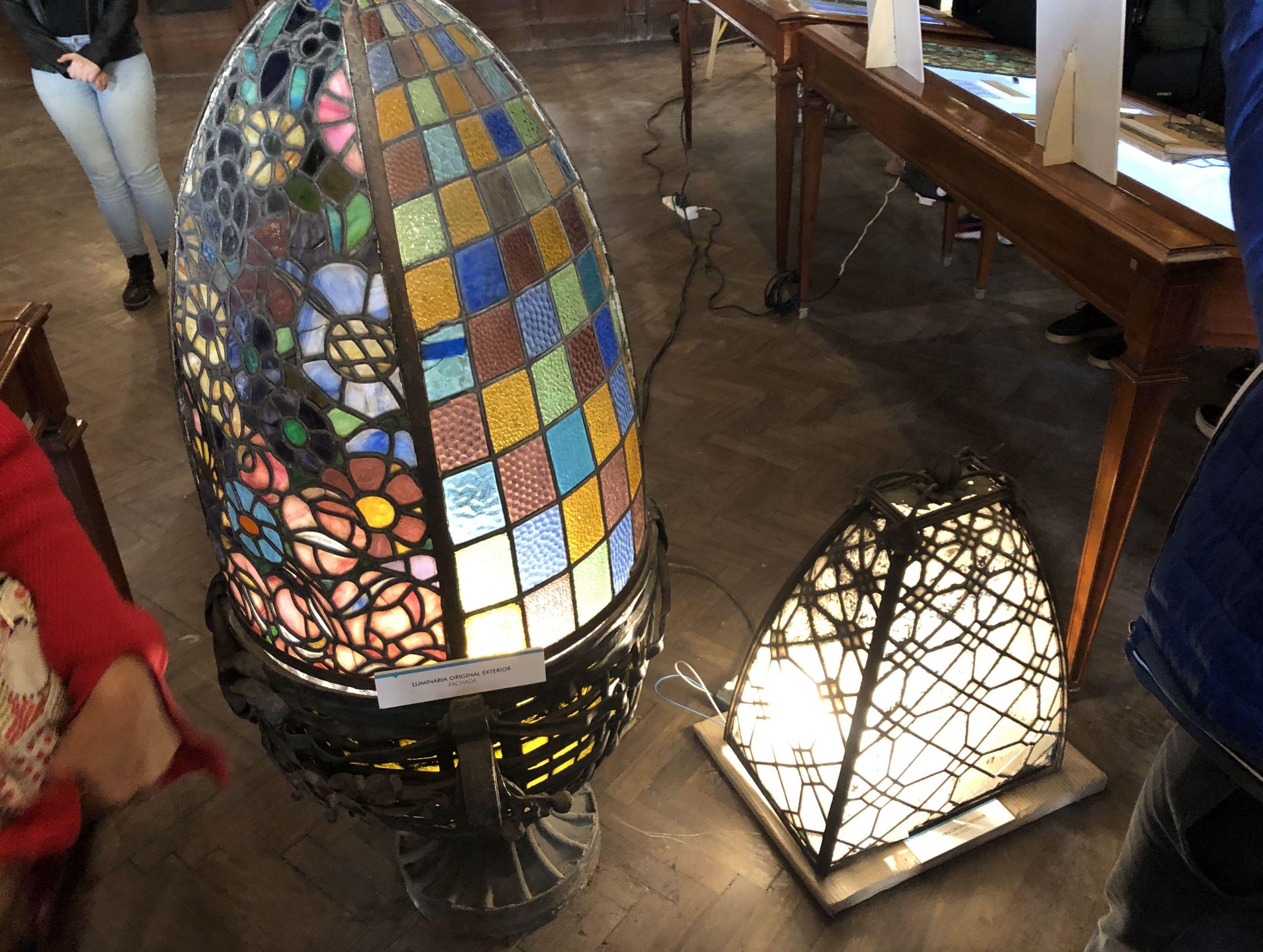 Lámparas restauradas del interior de la Confitería del Molino