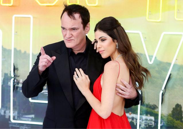 Quentin Tarantino y Daniella Pick en el estreno de 'Érase una vez en Hollywood' en Londres