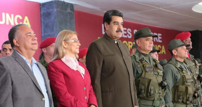 Presidente de Venezuela, Nicolás Maduro, con su esposa Cilia Flores y ministro de Defensa, Vladimir Padrino, durante el 82 aniversario de la Guardia Nacional Bolivariana (GNB)