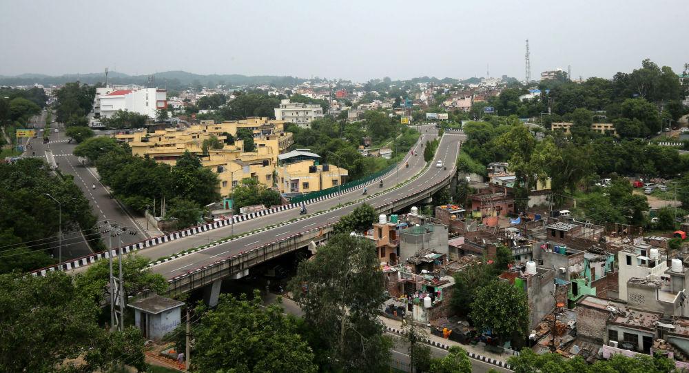 Las carreteras vacias durante las retricciones en Jammu