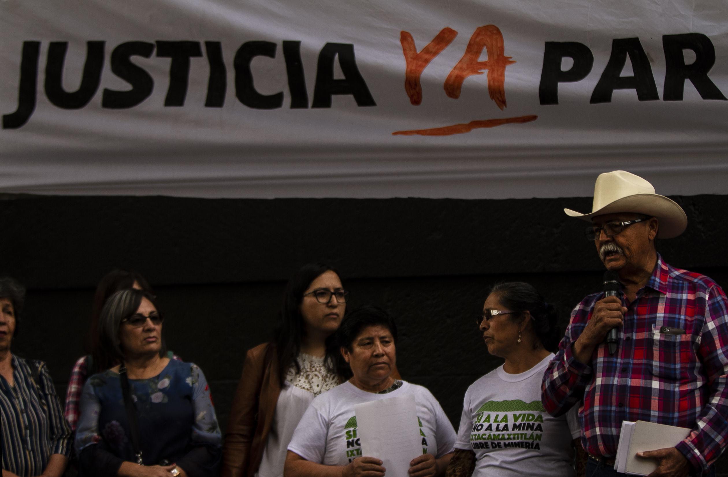 Mitin frente a la Suprema Corte de la Nación de comunidades afectadas en los ríos Sonora y Bacanuchi por lixiviados de la mina Buenavista del Cobre del Grupo México, el 6 de agosto del 2014