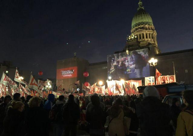 El Frente de Izquierda cierre su campaña frente al Congreso Nacional de Argentina