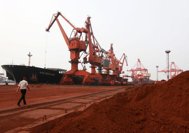 Descarga de metales de tierras raras en China (archivo)