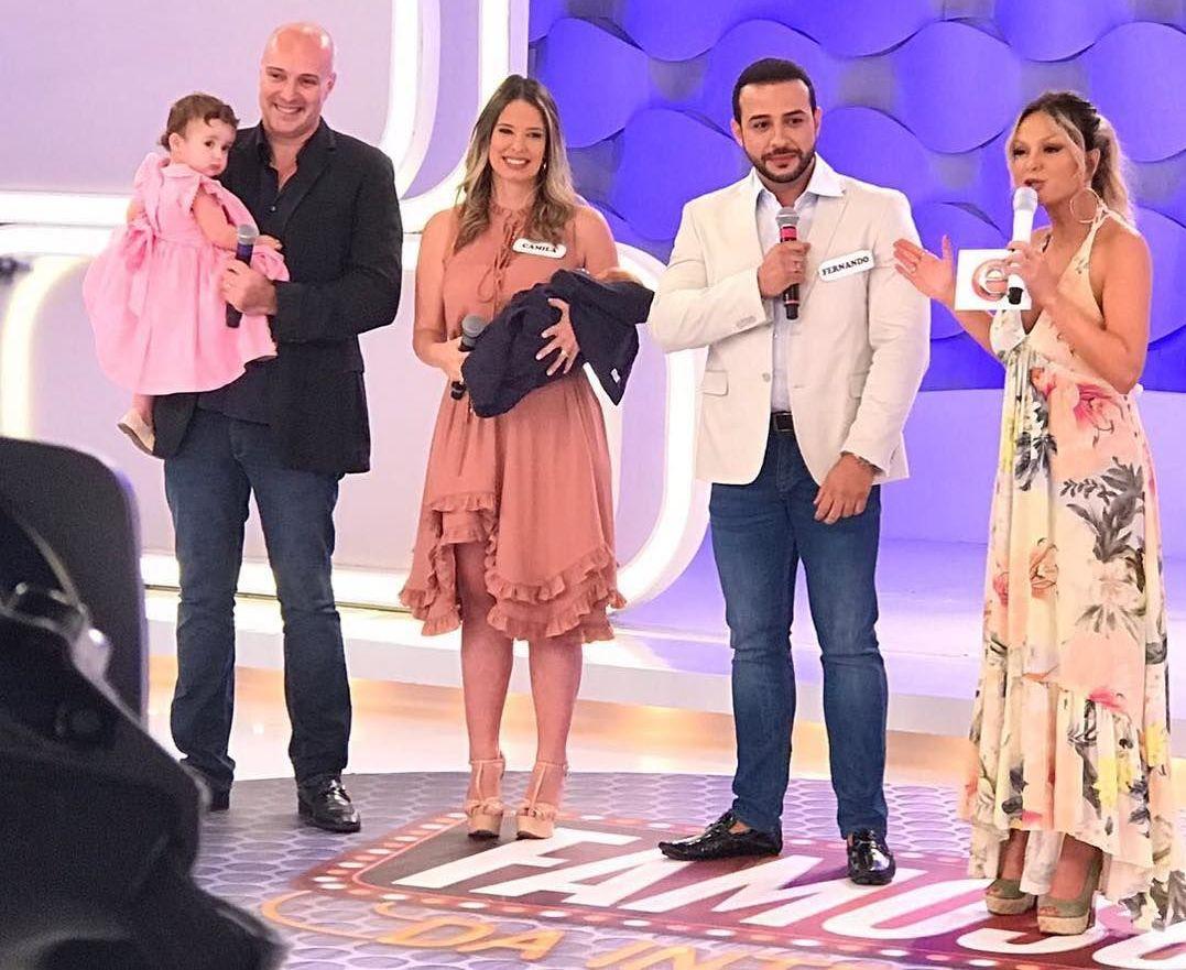 El Doctor Bailarín participa de un programa de la televisión brasileña al lado de su paciente Camila Rocha y su familia