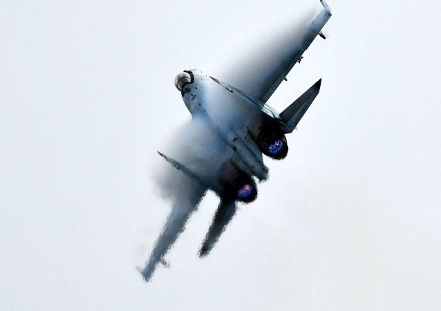 Caza ruso Su-35S durante la competición Aviadarts