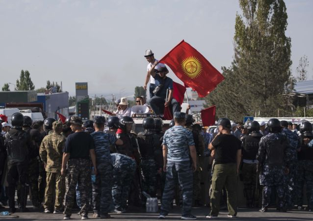Partidarios del presidente kirguís Almazbek Atambáev