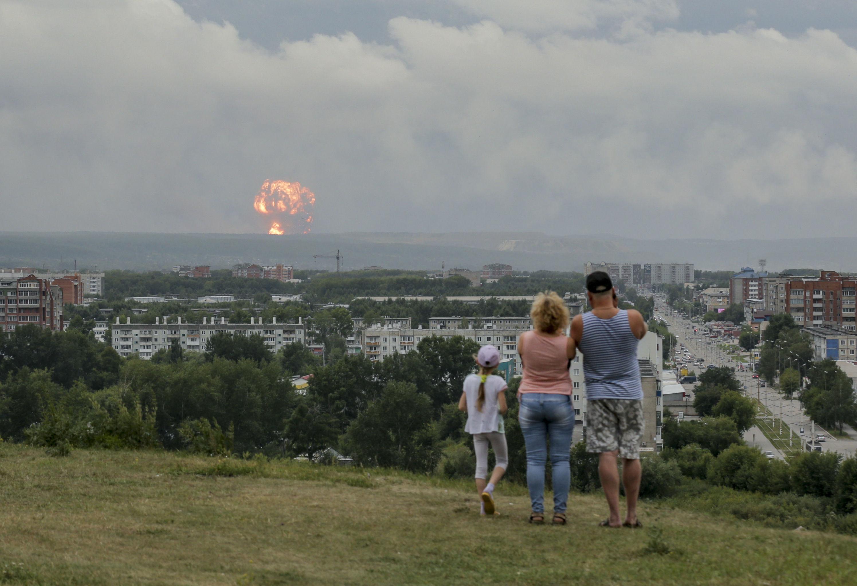 Explosión de unos almacenes de municiones en Achinsk