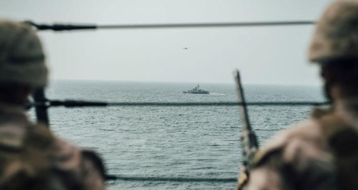 Los soldados estadounidenses vigilando el estrecho de Ormuz