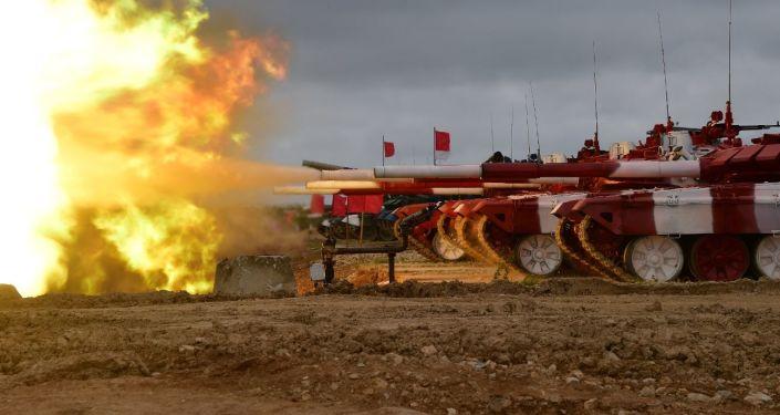 Tanques del equipo ruso durante los entrenamientos para el biatlón de tanques