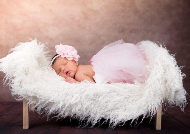 Una bebé recién nacida