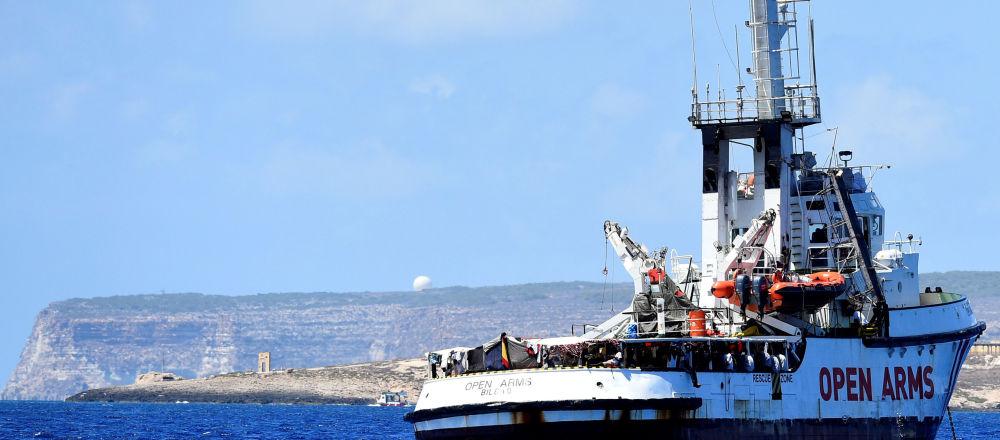 Barco de rescate Open Arms cerca de la isla italiana de Lampedusa