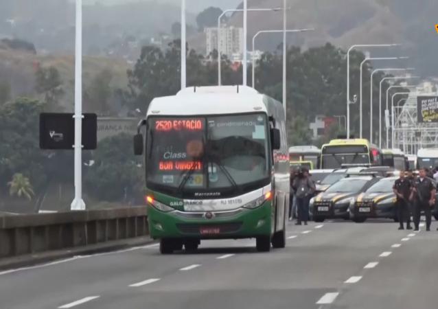 La Policía abate al hombre que tomó rehenes en Río de Janeiro
