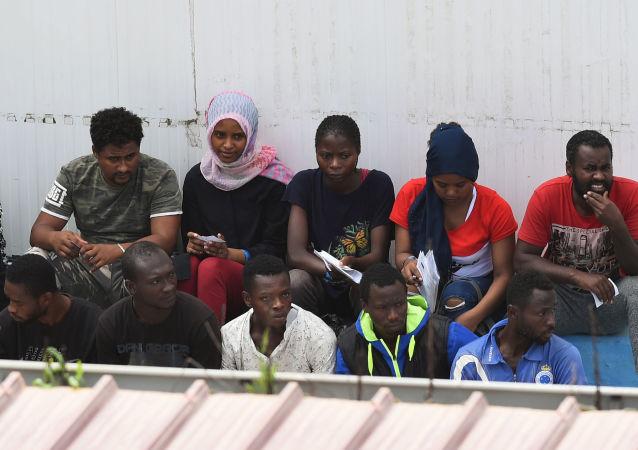 Migrantes del barco Open Arms