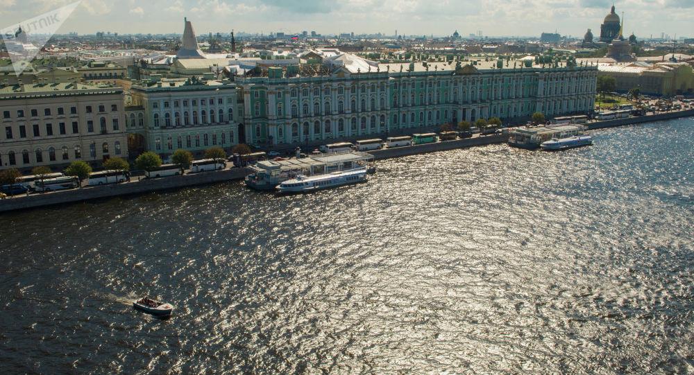 Vista al río Nevá en San Petersburgo, Rusia (archivo)