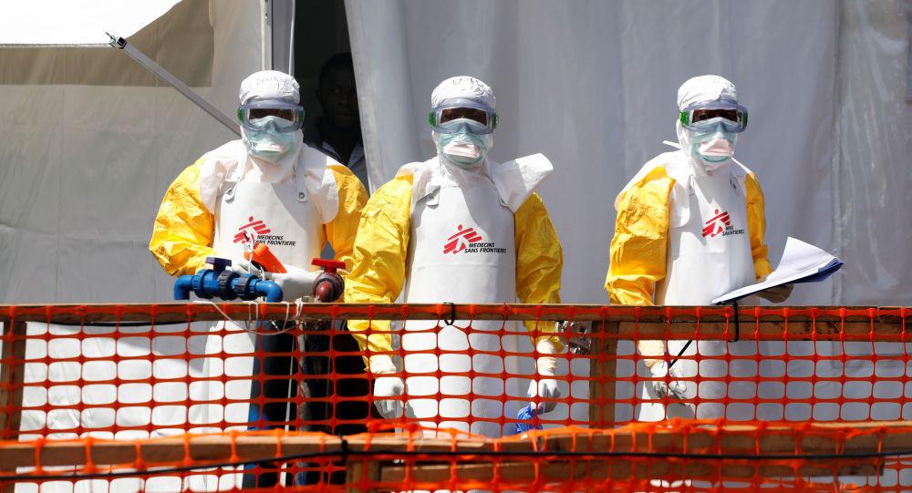 Especialistas luchan contra el ébola en África