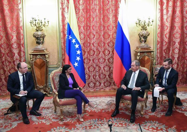 La vicepresidenta ejecutiva venezolana, Delcy Rodríguez, y el canciller ruso, Serguéi Lavrov