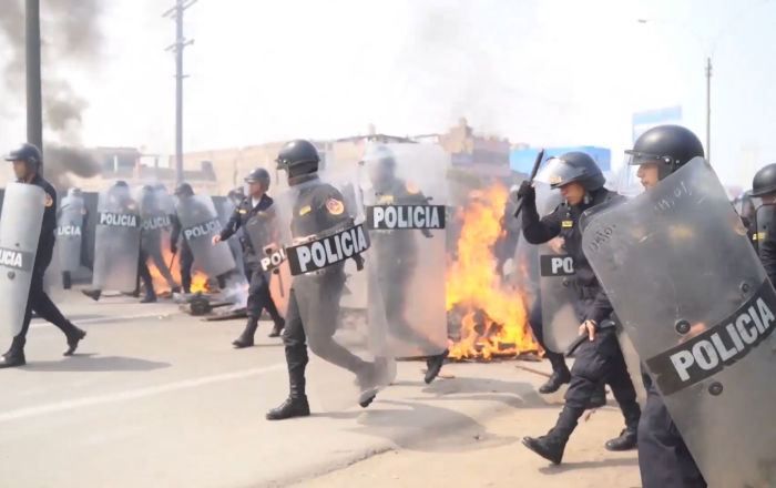 La protesta contra peajes en Lima se pone violenta
