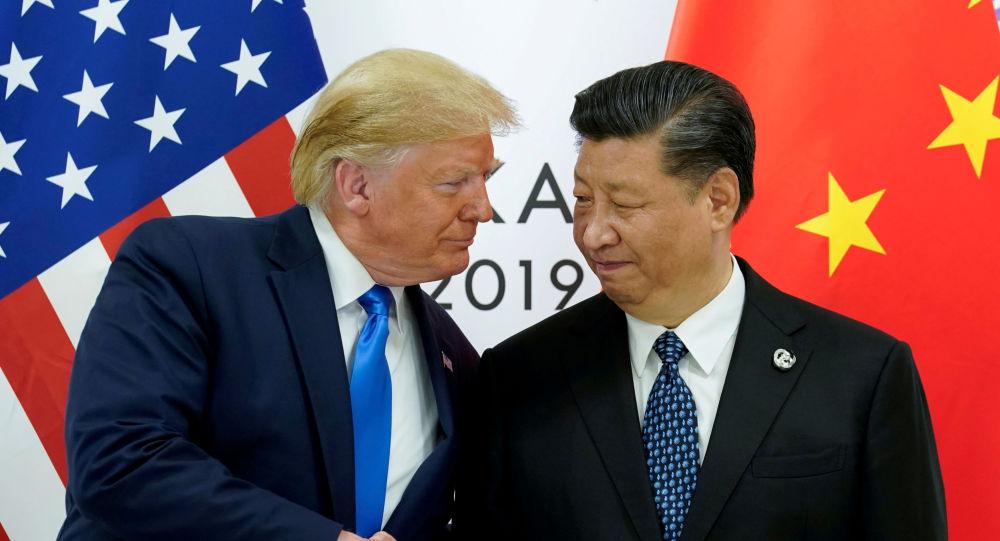 Trump responde a China subiendo los aranceles a importaciones