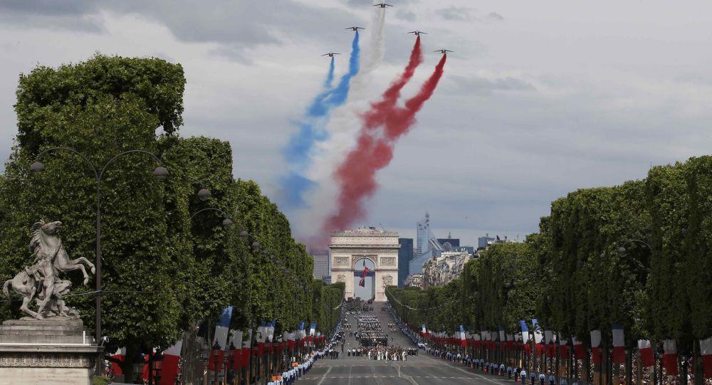 El arco del Triunfo en París, Francia (archivo)